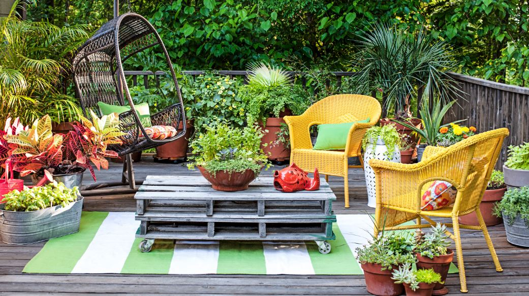 10 landscaping design ideas to enhance your home garden.